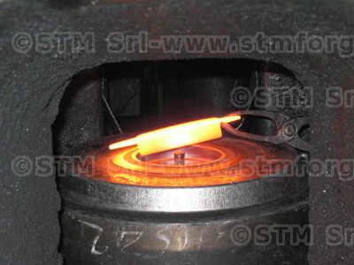 Incandescent component in the forging die